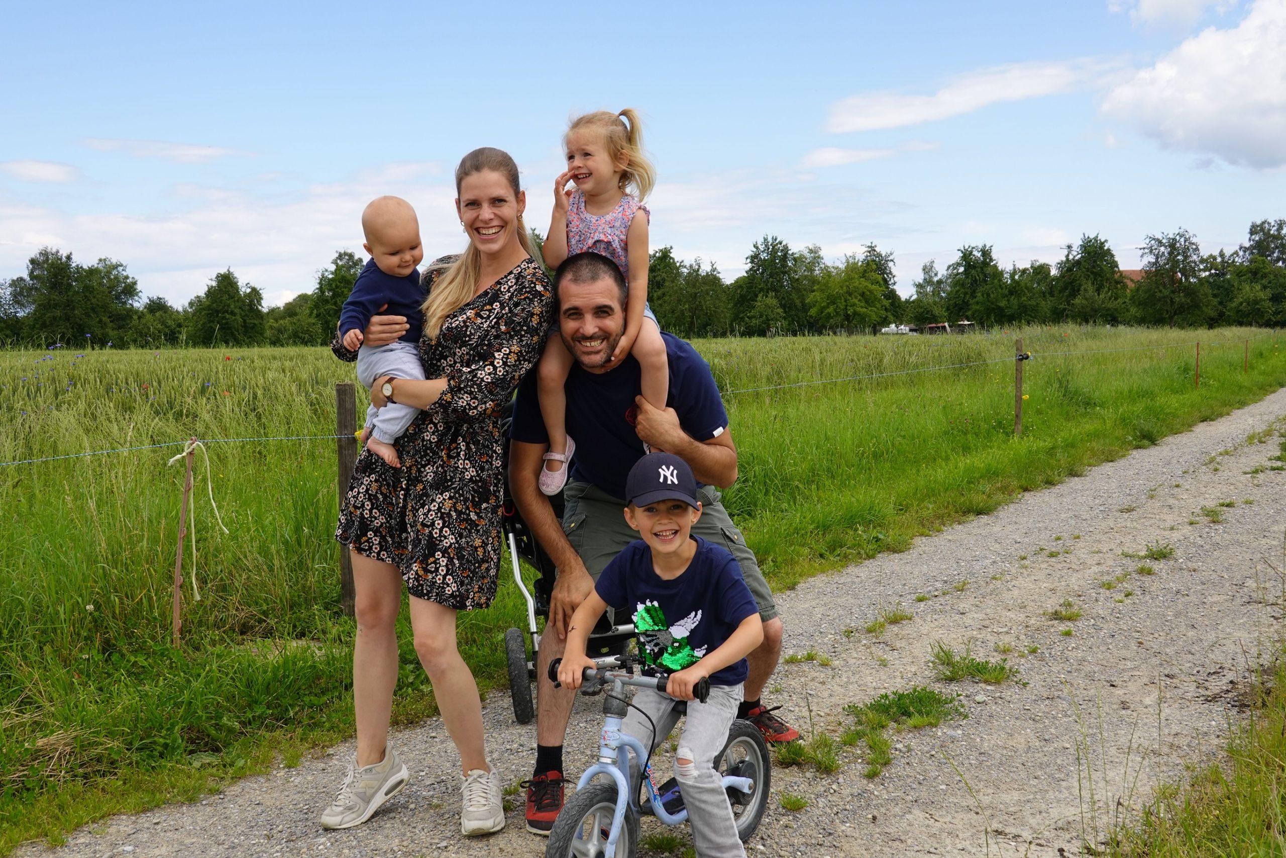 Familie Gemperle mit drei Kindern